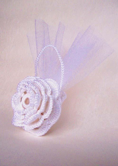 segnaposto uncinetto matrimonio sacchetto portaconfetti fiore