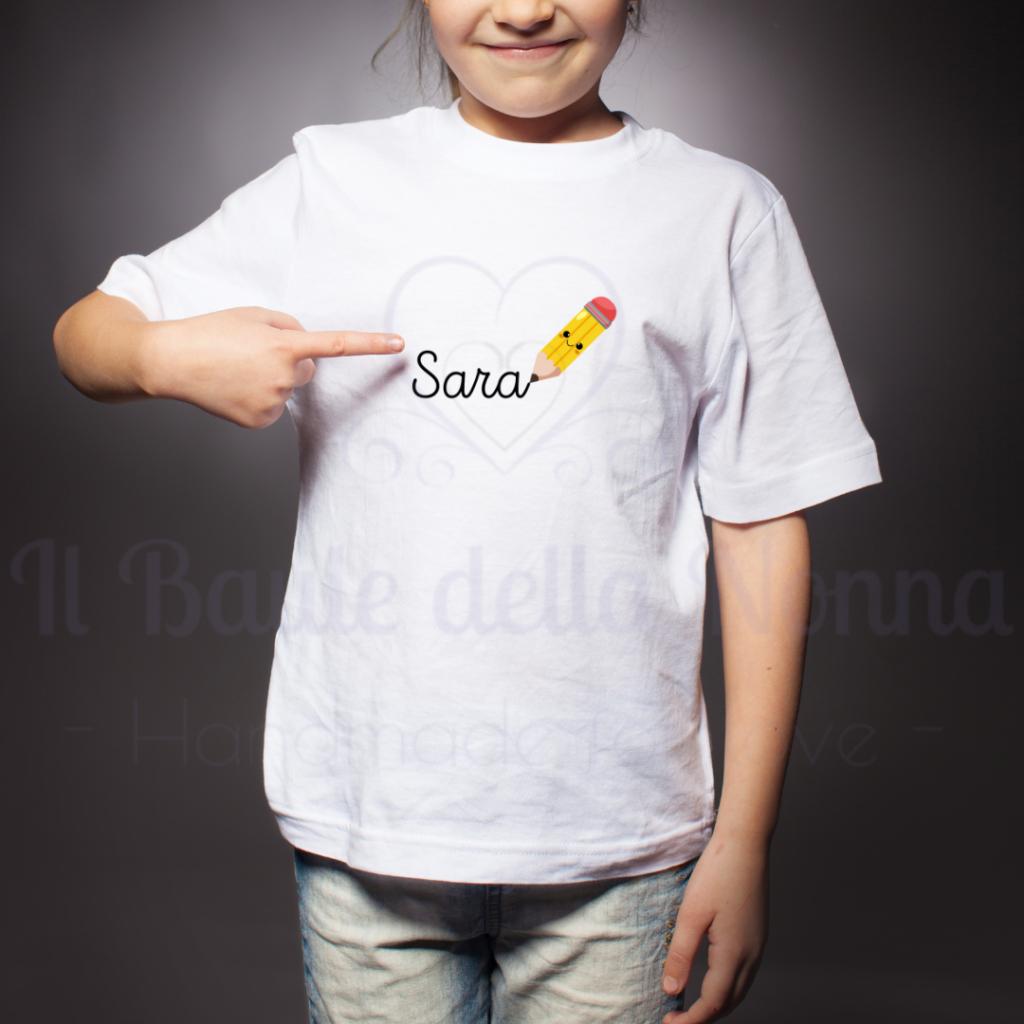 Magliette personalizzate con nome per un rientro a scuola in allegria.